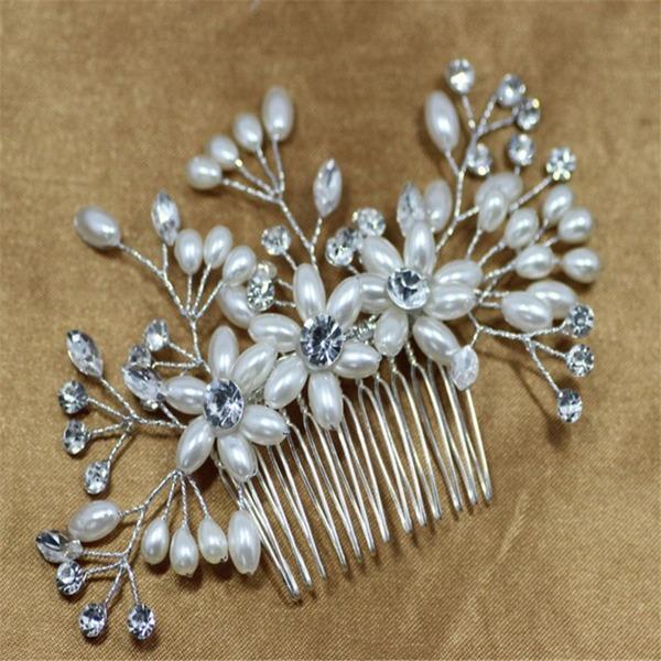 Kaunis Kristalli/Valetaskua helmi Kammataan ja baretti (Myyty yhtenä palana)