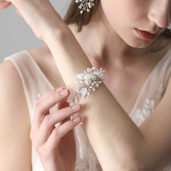 Exquisite Imitation Pearls Women's Fashion Bracelets (Sold in a single piece)
