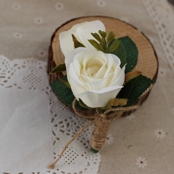 Hand Bundna Siden blomma Boutonniere För (predávaný v jednom kuse) - Boutonniere För