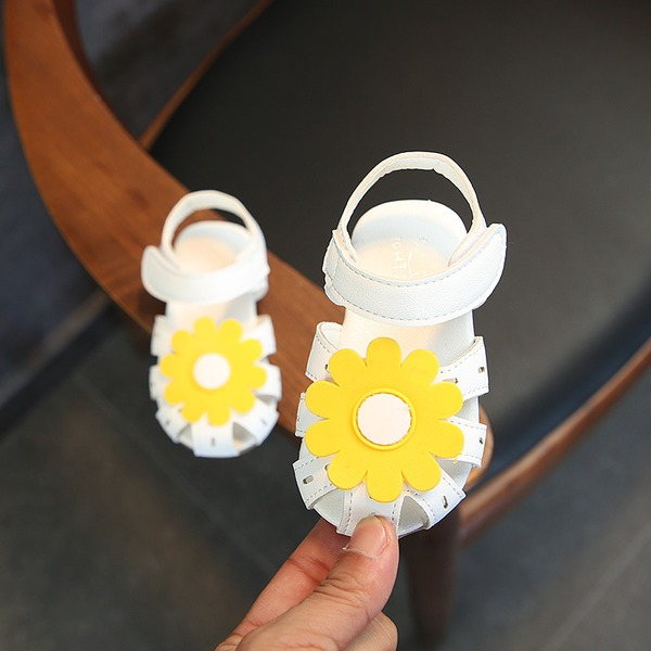 Mädchens Round Toe Leder Flache Ferse Flache Schuhe Blumenmädchen Schuhe mit Klettverschluss Blume