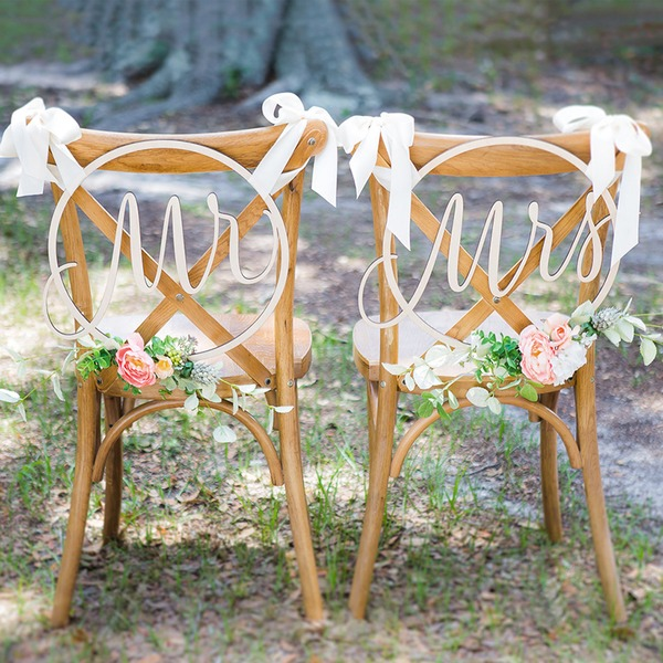 """Mr. & Mrs."" Stile classico Legno Wedding Sign (Set di 2)"