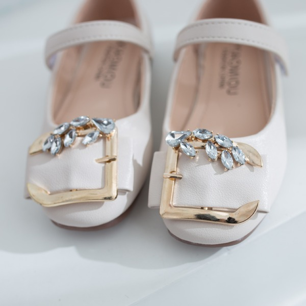 Jentas Round Toe Lukket Tå Leather flat Heel Flate sko Flower Girl Shoes med Spenne Crystal