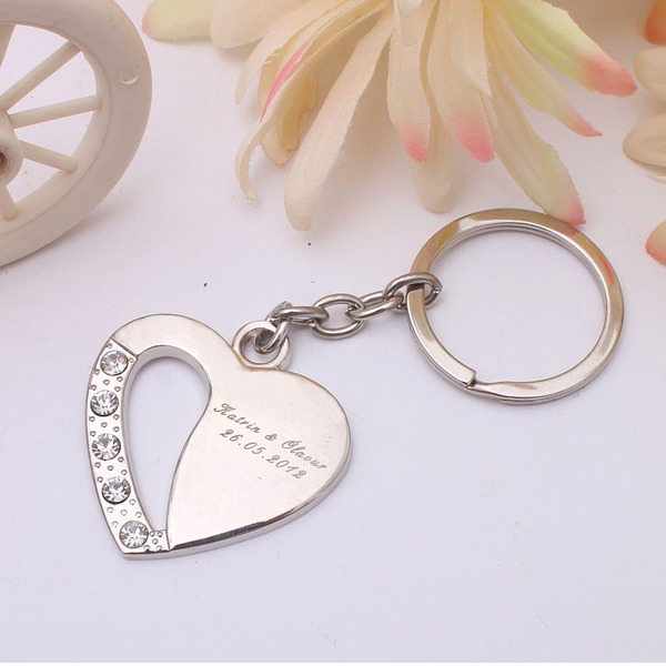 Personalized Heart Shaped Heart Shaped Zinc Alloy Keychains With Rhinestone (Set of 4)