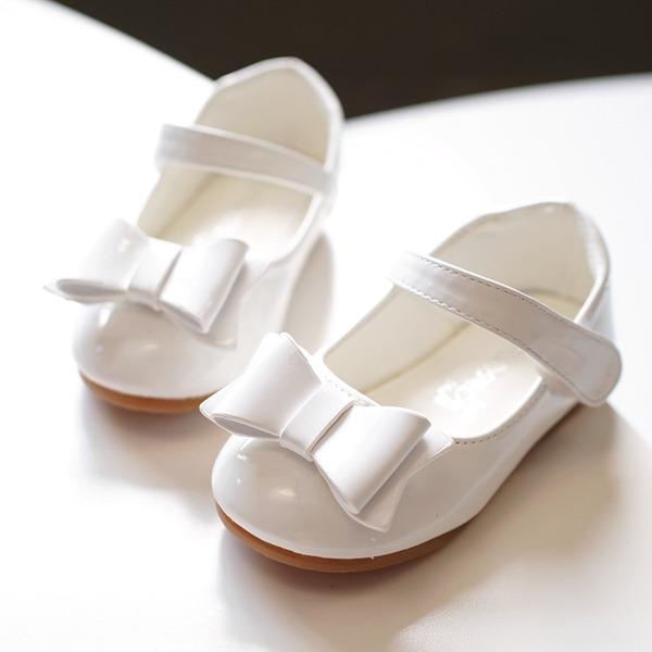 Mädchens Round Toe Geschlossene Zehe Leder Flache Ferse Flache Schuhe Blumenmädchen Schuhe mit Bowknot Klettverschluss
